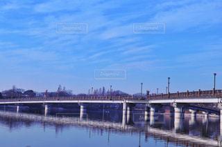 湖を架ける橋の写真・画像素材[985659]