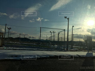 朝日が登り雪がゆっくり溶けて行く毎日の写真・画像素材[983277]