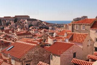 赤い屋根の世界遺産 ドブロブニク旧市街の写真・画像素材[982752]
