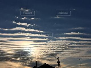 空には雲のグループの写真・画像素材[1040165]