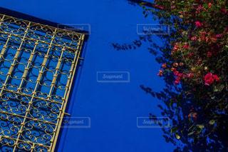 近くの塔のアップの写真・画像素材[1001472]