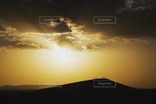 夕焼け空に浮かぶ雲の写真・画像素材[1001477]