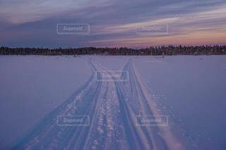 雪の覆われた道観の写真・画像素材[1001505]