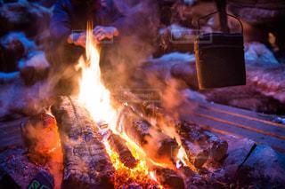 近くに火のの写真・画像素材[1001510]