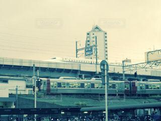 新幹線と在来線の写真・画像素材[984862]
