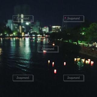灯籠流しの写真・画像素材[987764]