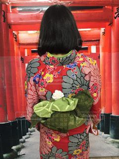 赤い着物を着た女性の写真・画像素材[984846]