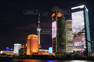 夜の街の景色の写真・画像素材[985075]