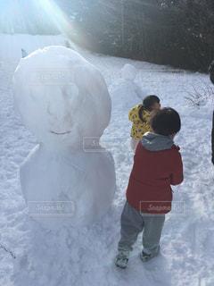 雪だるまと背くらべの写真・画像素材[1008200]