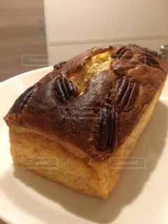 ピーカンナッツのパウンドケーキの写真・画像素材[986073]