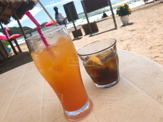 海でお酒を飲んだ時の写真です☀️の写真・画像素材[1020855]