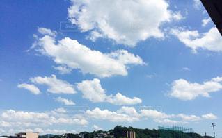 青い空に雲の写真・画像素材[986864]