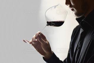 ワインとソムリエの写真・画像素材[3133456]