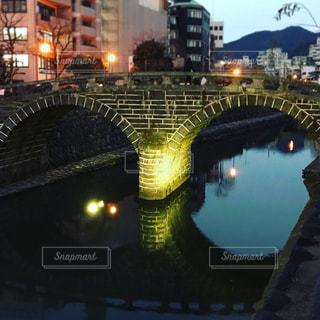 ライトアップされた眼鏡橋の写真・画像素材[987478]