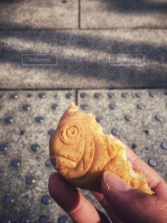 食べかけのたい焼きの写真・画像素材[994670]
