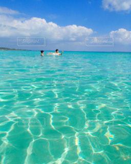 プールみたいな海の写真・画像素材[1002646]