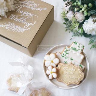 結婚式のプチギフトと結婚祝いのアイシングクッキーの写真・画像素材[1269281]