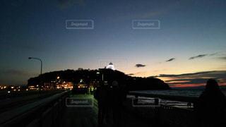 夕暮れ時の江ノ島の写真・画像素材[990759]