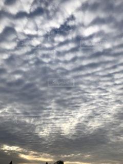 空に流れるような雲の写真・画像素材[989138]