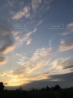 空には雲のグループの写真・画像素材[989431]