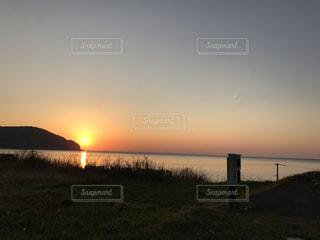 海に沈む夕日の写真・画像素材[989437]