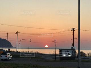 海に沈む夕日の写真・画像素材[989438]