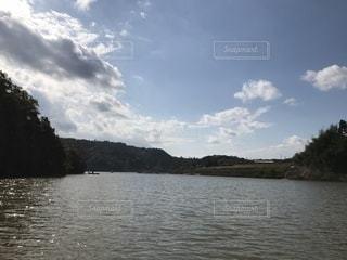 湖と青空と雲の写真・画像素材[1024353]