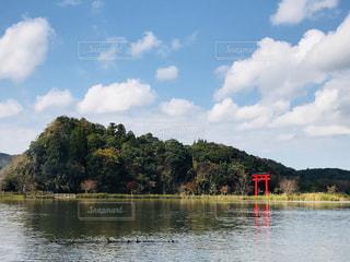 赤い鳥居⛩の島の写真・画像素材[1024360]