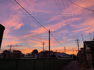 日没時の街の眺めの写真・画像素材[2494418]