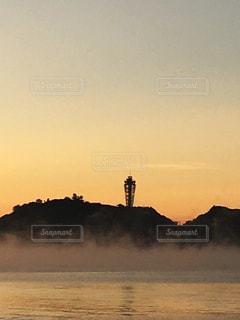 江ノ島と朝靄の写真・画像素材[998949]