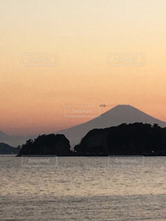 鎌倉材木座から見た富士山🌅🗻の写真・画像素材[1016203]