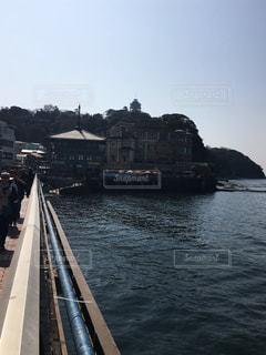 江ノ島を繋ぐ橋の上の写真・画像素材[1023365]
