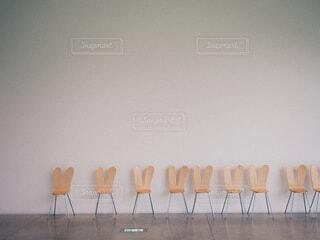 部屋の中の人々のグループの写真・画像素材[3837199]