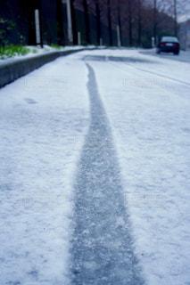 雪に覆われた道の写真・画像素材[991574]