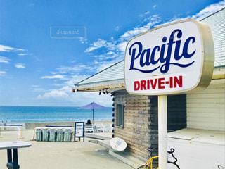 海沿いのカフェの写真・画像素材[1292110]