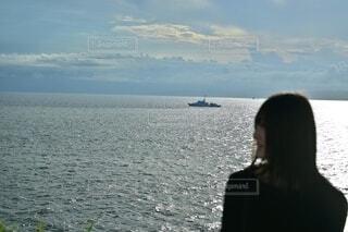 海と女性の横顔の写真・画像素材[4669199]