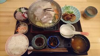 テーブルの上に夕食の写真・画像素材[992913]
