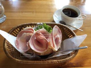 カフェのサンドイッチで朝ごはんの写真・画像素材[2045979]