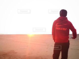 赤シャツの男 - No.994169