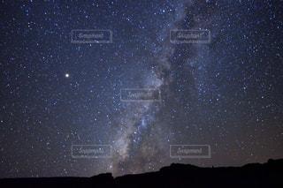 天の川と星空の写真・画像素材[1568898]
