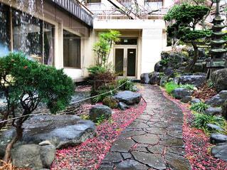 熱海のとある温泉の中庭の写真・画像素材[1059803]