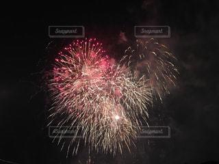 夜空の花火の写真・画像素材[994525]