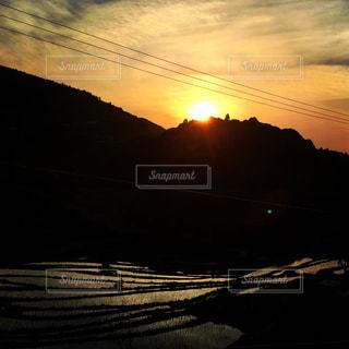 棚田と夕日の写真・画像素材[996181]