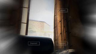 寝室、ベッドと窓の写真・画像素材[1003236]