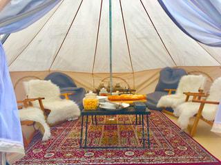 木製のテーブル テントの写真・画像素材[1025299]