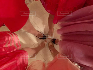 赤シャツの人の写真・画像素材[1610681]