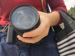 カメラを持っている人の写真・画像素材[997239]