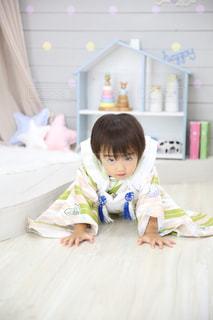 小さな子供の写真・画像素材[996854]