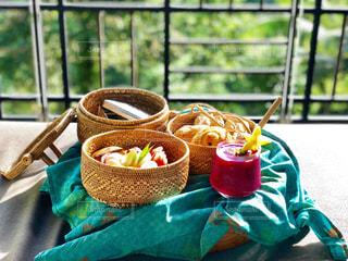 晴れた朝のカフェ朝食 in Bali - No.996880
