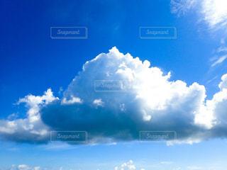 青い空に雲の写真・画像素材[997209]